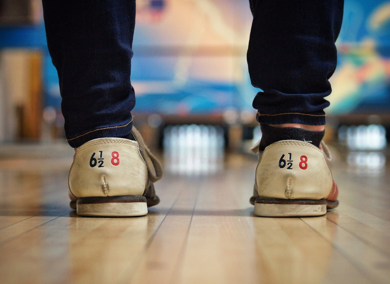 bowling-alley-690283_1280