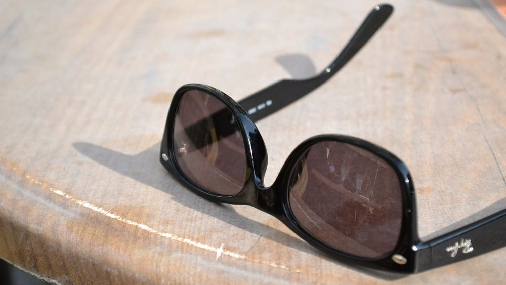 How to distinguish original Ray-Ban glasses from a fake